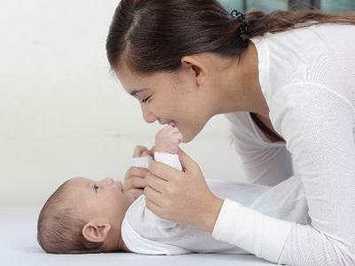 出産祝いメッセージ文例を同僚や後輩へ